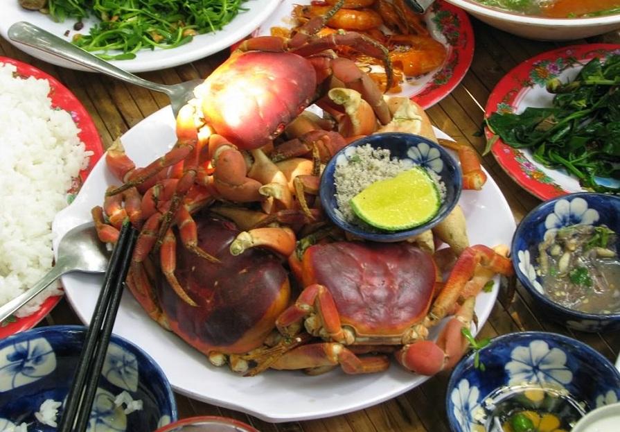 <p>Enjoy fresh seafood in Cham island</p>