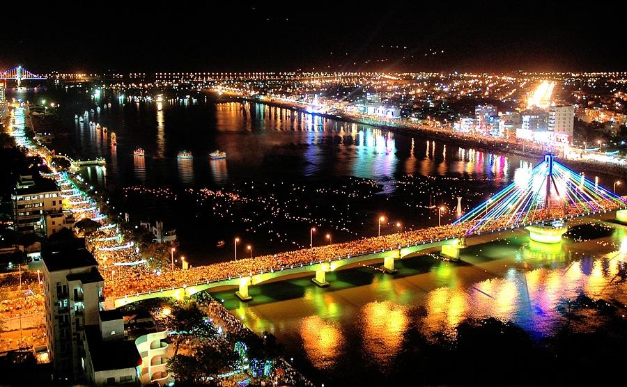 <p>The beauty of Danang city at night</p>