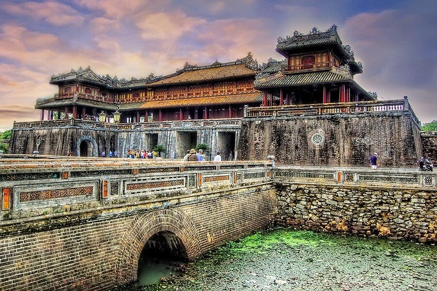 <p>The citadel of Hue city</p>