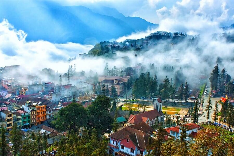 <p>The beauty of Sapa in fog</p>