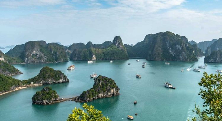 Best time to visit Halong bay - clear bright sky