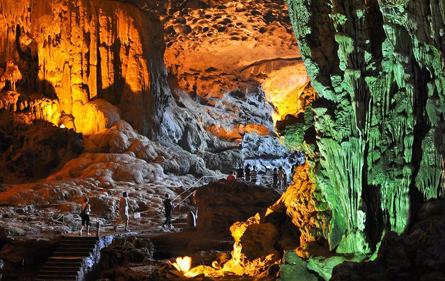 <p>Thien Cung Cave</p>