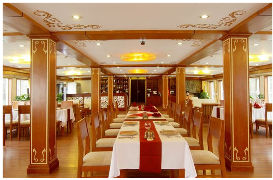 <p>Dining room on ship</p>