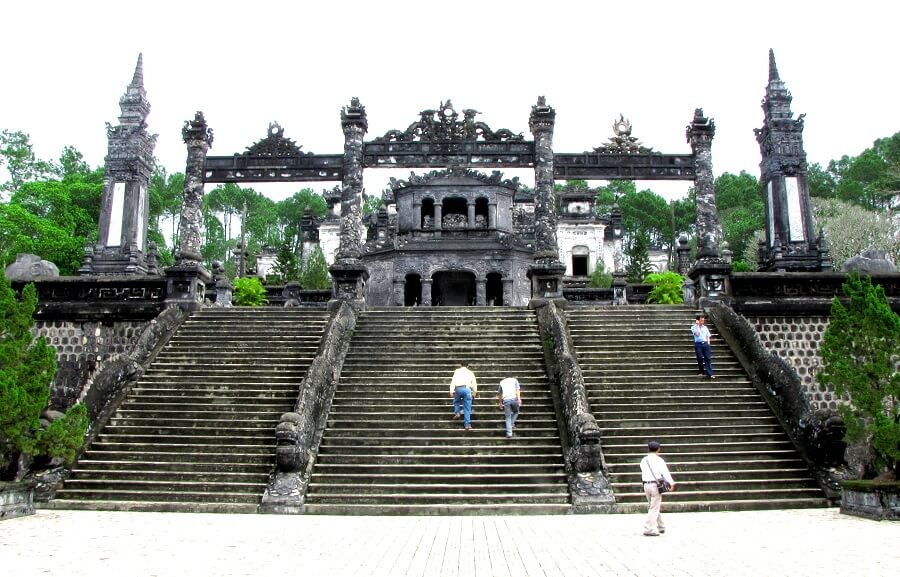 <p>Special construction of Khai Dinh King's tomb</p>