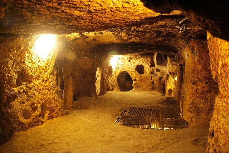 <p>Inside of Cu Chi tunnel</p>
