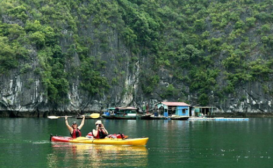 <p>Kayaking to discover Lan Ha bay</p>