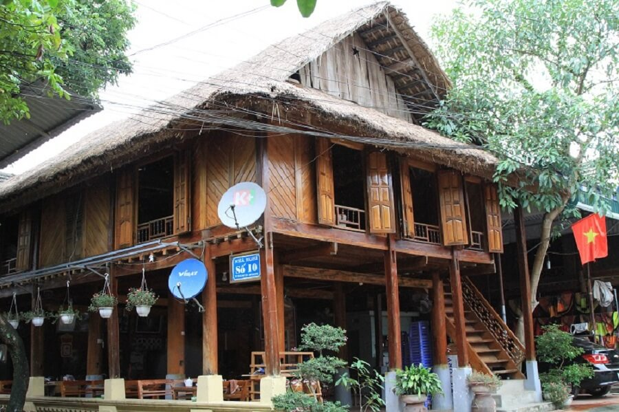 <p>Stilt house of Thai Trang people in Lac village</p>