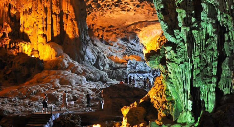 The beauty of Thien Cung cave in Halong bay