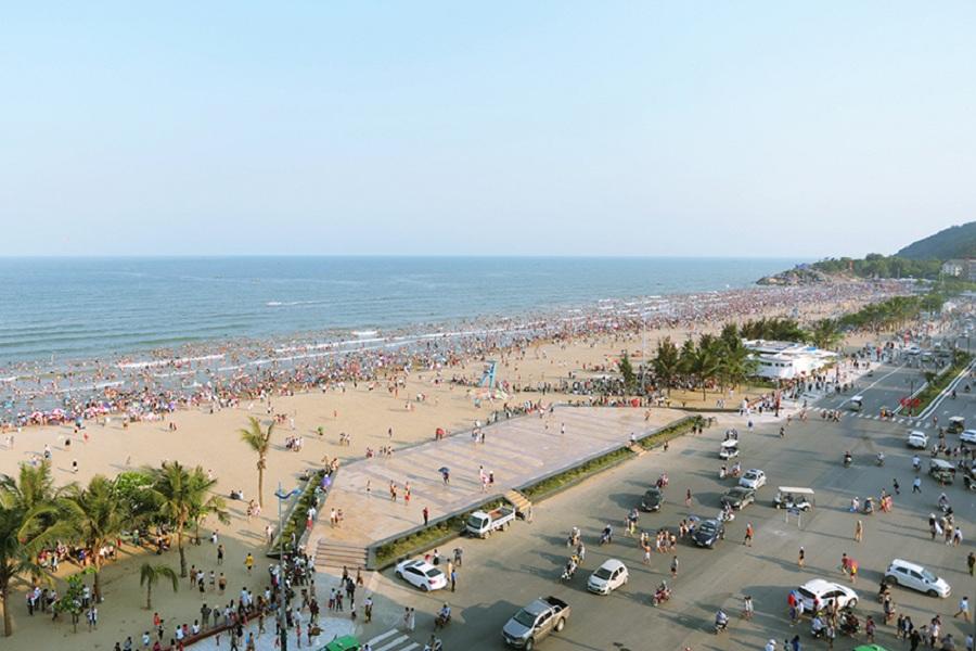 <p>Bãi biển Sầm Sơn</p>