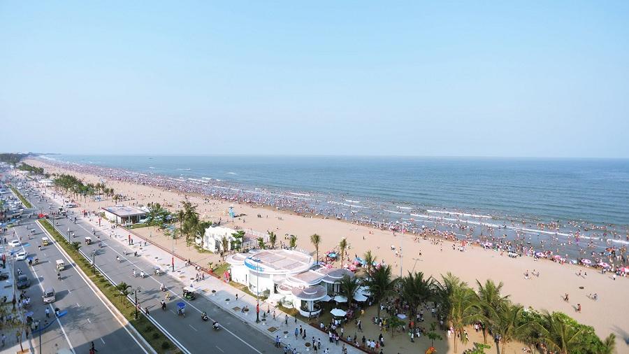 <p>Bãi biển Sầm Sơn Thanh Hóa</p>