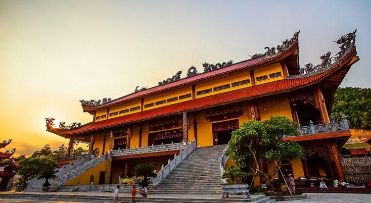 tour du lịch chùa Ba Vàng