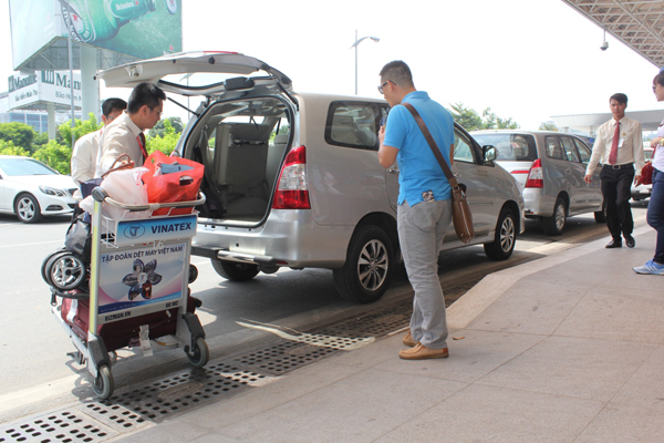 Kết quả hình ảnh cho Dịch vụ xe đón tiễn sân bay Phú Bài – Huế