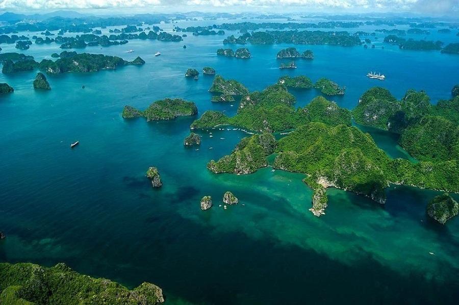 <p>Cảnh quan tuyệt đẹp của vịnh Hạ Long</p>
