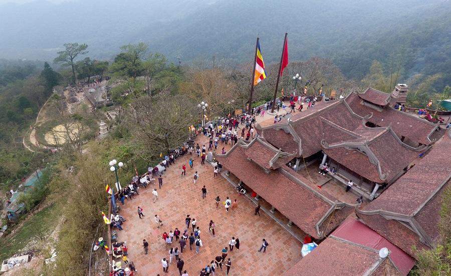 <p>Khung cảnh chùa Hoa Yên</p>