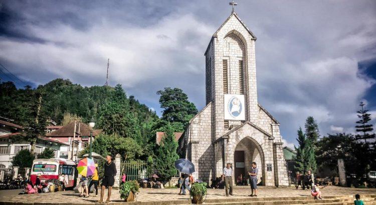 Tour du lịch sapa 3 ngày 2 đêm tham quan nhà thờ đá