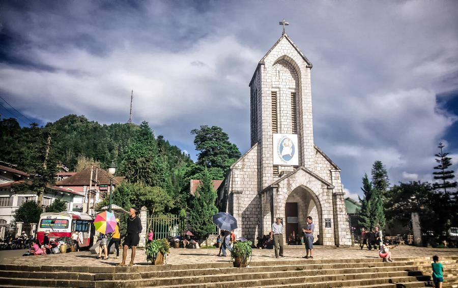 <p>Nhà thờ đá với lối kiến trúc độc đáo</p>