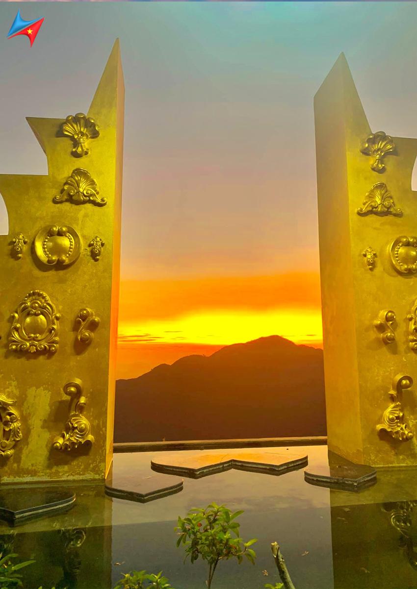 Hình ảnh cánh cổng vàng ở cổng trời tam đảo