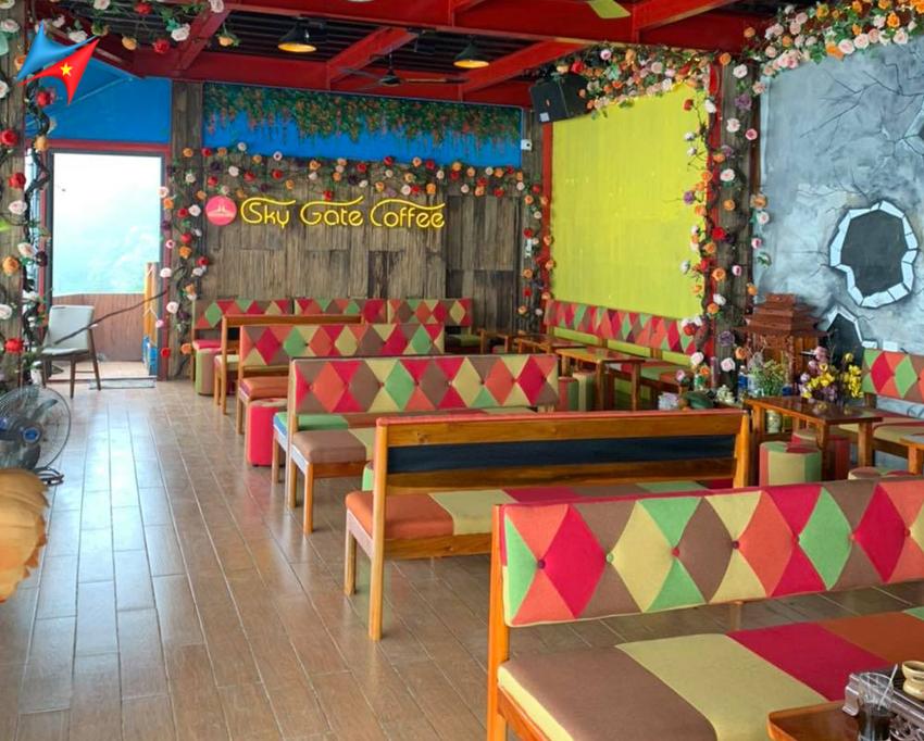 Không gian bên trong quán cafe cổng trời tam đảo